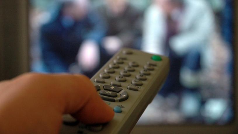 加拿大地方电视台和广播电台广告收入大减。CTV