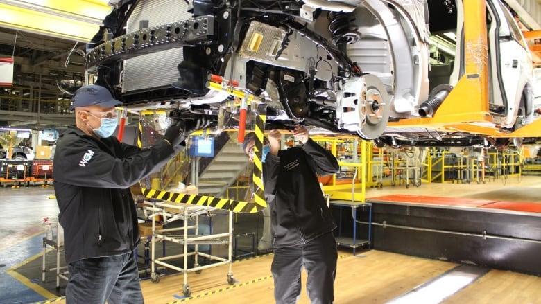 安省溫莎市的汽車製造廠在生產Stellantis旗下的道奇(Dodge)客貨車。FCA/路透社