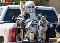 【科技生活】「鋼鐵俠」現身火箭發射基地 Tesla機械人曝光?