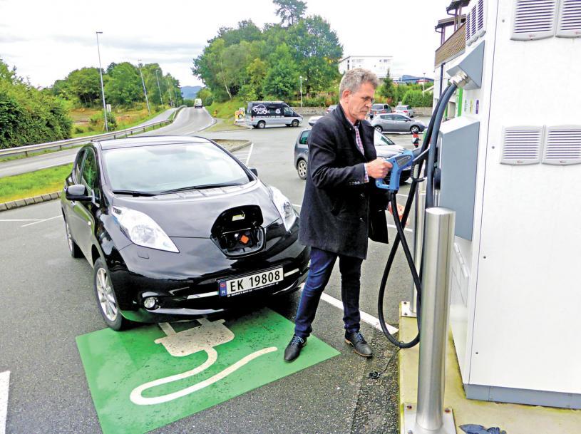 油價上升促使不少市民更換了電動汽車。資料圖片