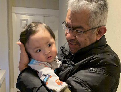 坎波斯和他的小外孫在2019年12月時合影。1130 News
