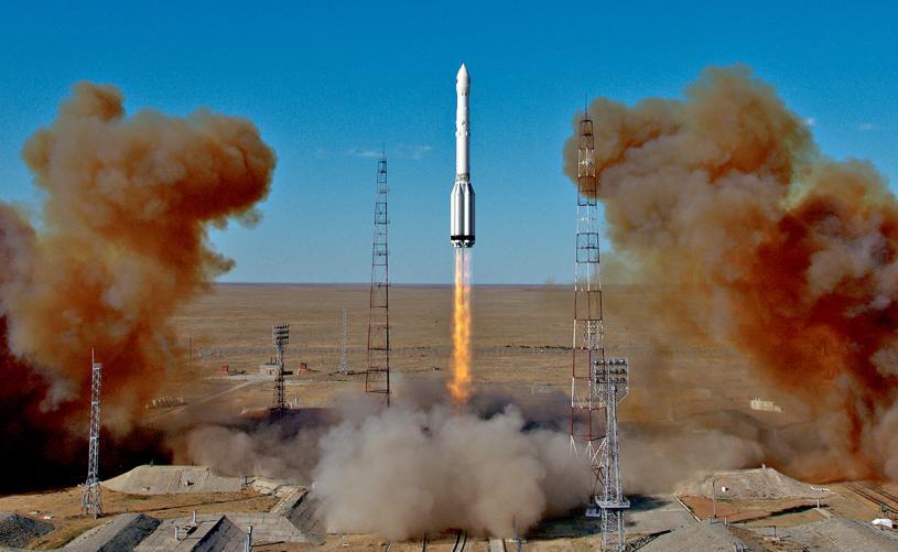 承載「光譜-RG」望遠鏡的「質子-M」火箭升空。美聯社