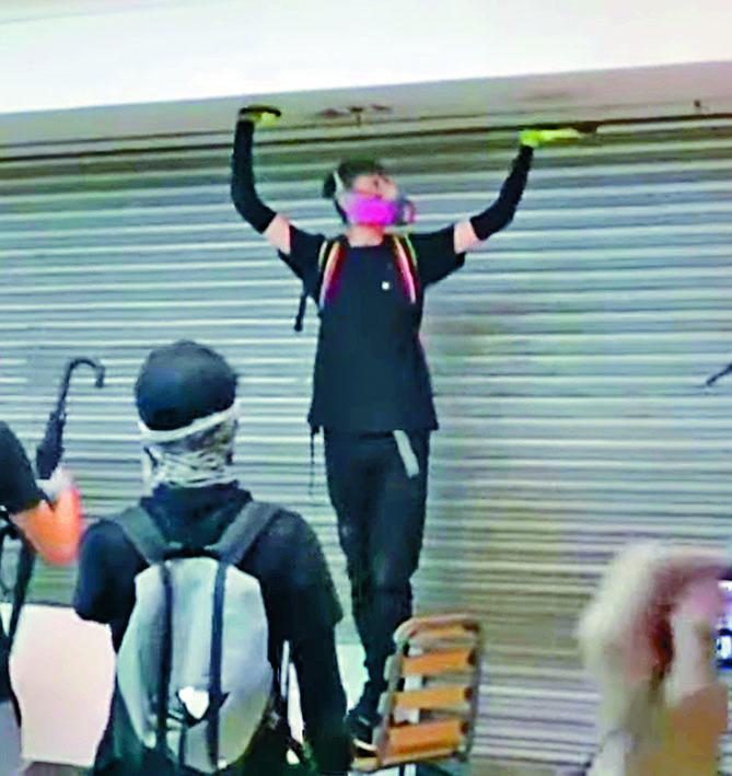 涉嫌在元朗YOHO MALL刑毀「天眼」男子被捕。