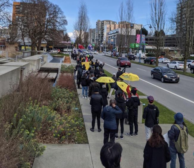 約300人的遊行隊伍,沿3號路而行,途中獲得不少市民支持。 受訪者提供