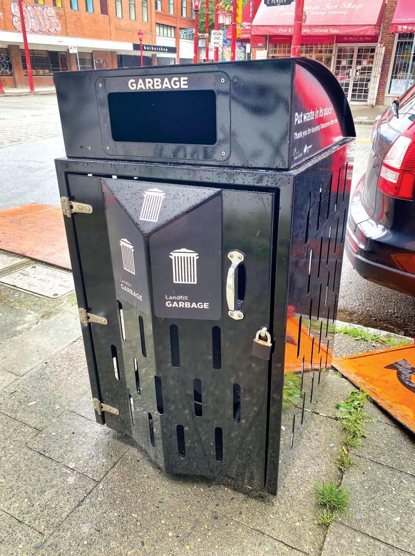 ■华埠街头新增设的带锁垃圾桶。
