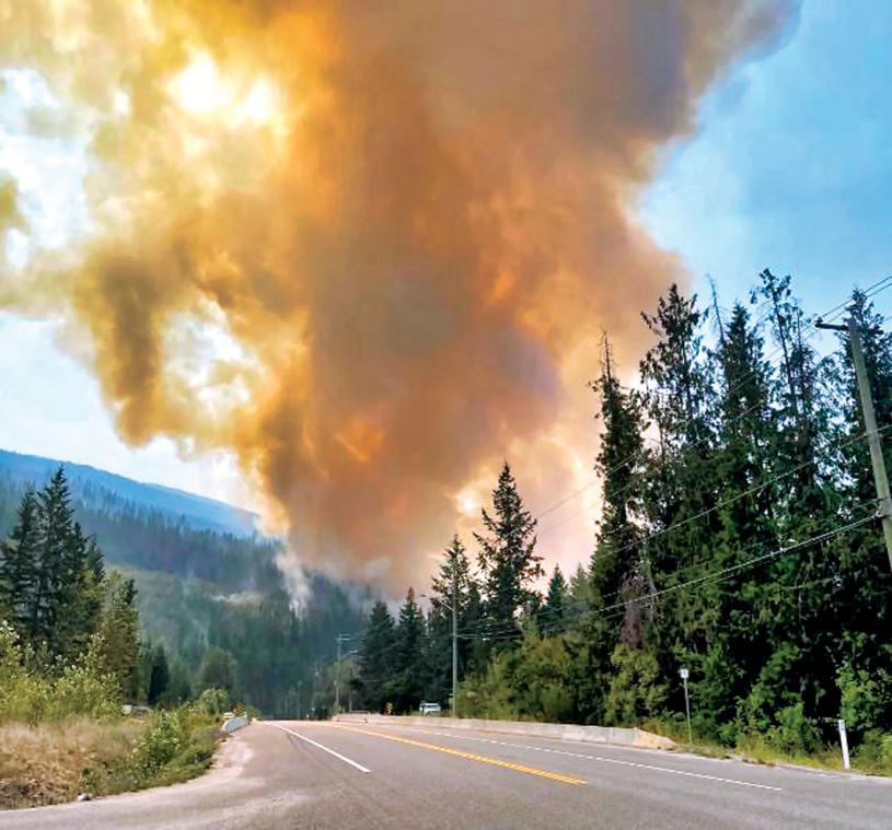 ■西卡姆斯山火由一宗公路交通意外而引起。推特
