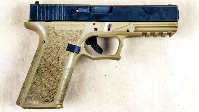 ■警方檢獲涉嫌綁架案男子擁有的武器。皮爾區警隊