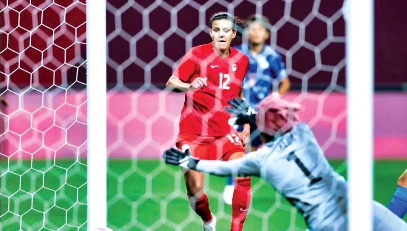 ■加拿大队神奇队长辛克莱在开赛仅6分钟,就射破日本门将十指关。 Getty Images