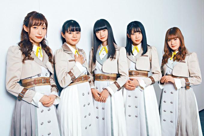 荻野由佳(中)宣布离队,她曾被指疑涉及山口真帆(左)受袭事件。