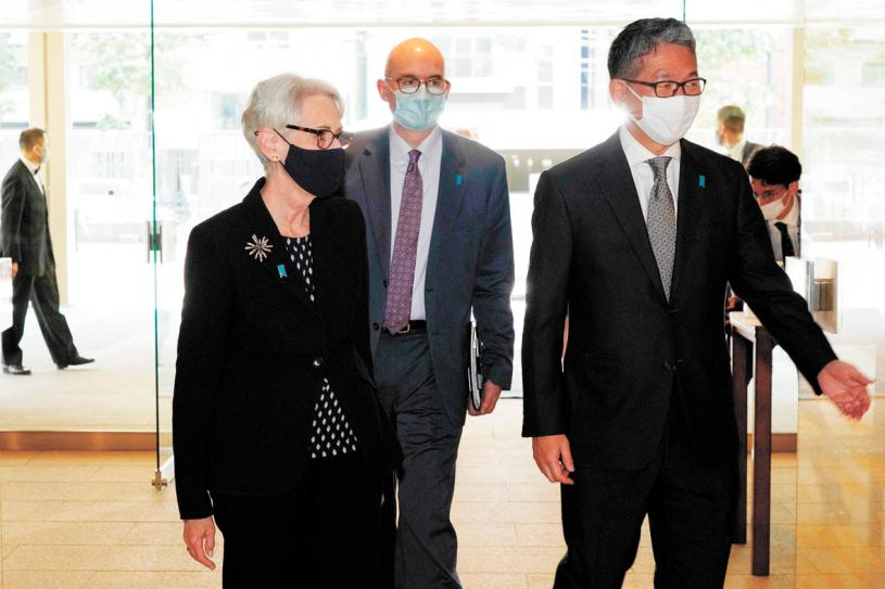 謝爾曼(左)已展開亞洲行之際,美國國務院21日宣布增加她的訪問中國行程。法新社