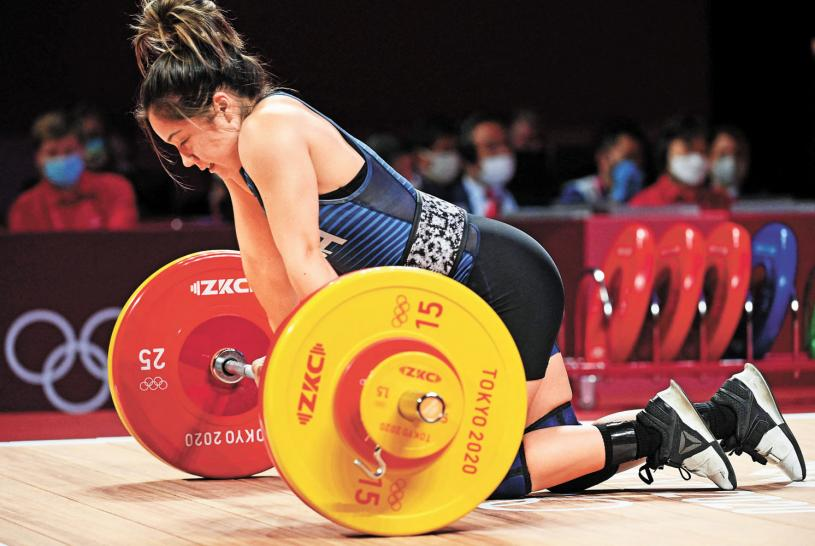 ■在東京奧運首日比賽中,美國隊沒有金牌進賬,是49年來首次。圖為美國選手Jourdan Elizabeth Delacruz參加女子49公斤級舉重比賽。法新社