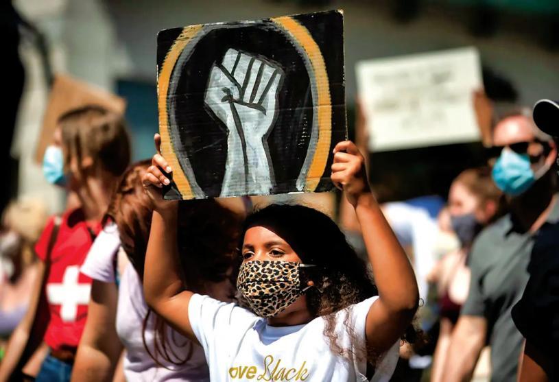 ■2020年8月1日一名女孩參加溫哥華紀念解放日遊行。加通社