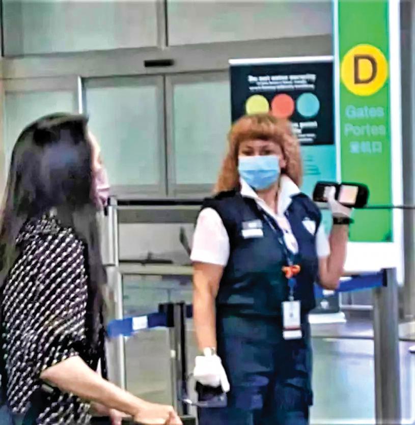 ■有網友拍攝到孟入閘離境前的一刻。推特圖片