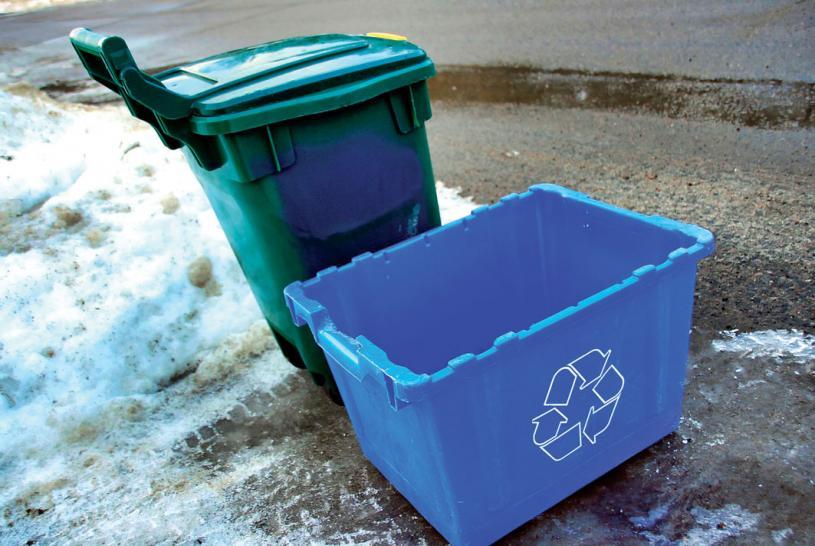 ■烈市居民可免費更換已破爛的綠盒或藍盒。 星報資料圖片