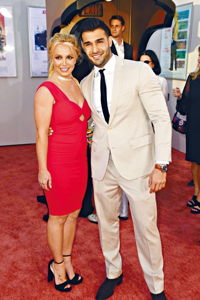 Britney男友Sam解釋帳戶被盜用,才出現鑽戒照片。