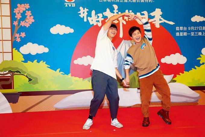 坤哥与周奕玮未受网民的质疑影响心情。