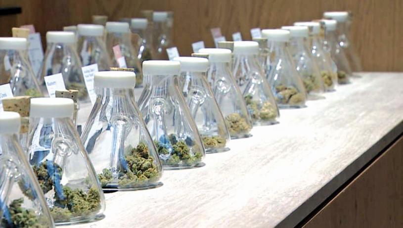 ■許多合法大麻零售商抱怨難以獲得傳統銀行服務。CBC