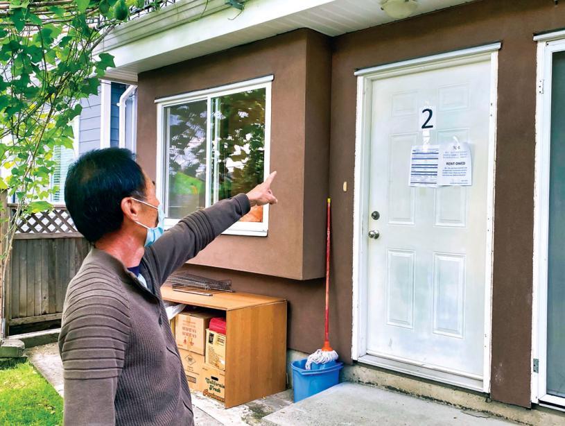 ■陈先生10月1日在姚租住的房子门口贴上了欠租通知。