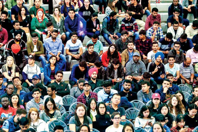 ■有調查報告指加拿大被世界各地學生視為專上教育留學首選地方。圖為多倫多百年學院在2019年為該校國際學生舉辦迎新日活動。星報圖片