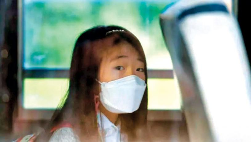 ■民調顯示大多數家長擔心病毒在學校中傳播,希望學童和教職員都要戴口罩。網上圖片