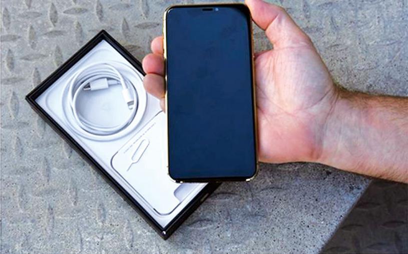 ■烈治文山男子為節省金錢,在網上購買iPhone,結果是假貨。yorkregion/臉書