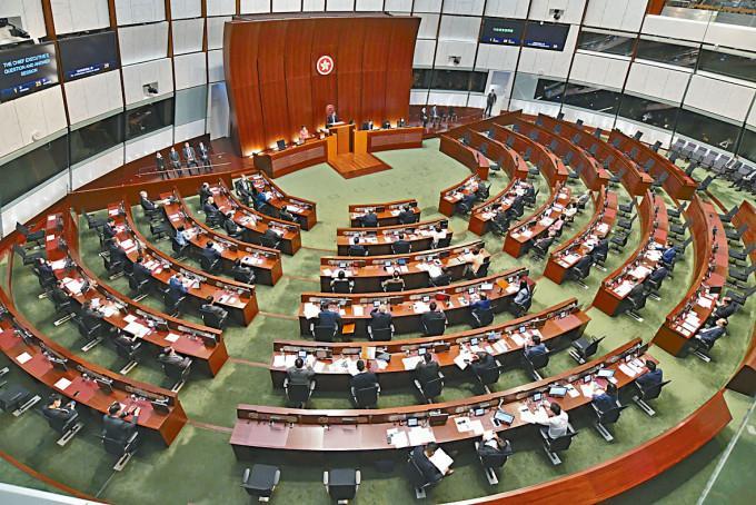 立法會大會昨日因八號風球取消,本屆會期只剩下兩次大會。