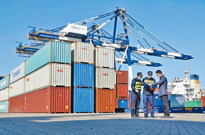 內地9月出口增速勝預期,但進口增速則較預期低。