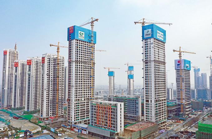 分析認為中國一直設法減少對房地產的依賴,相信中央不會為GDP「保六」而放軟調控手腳。