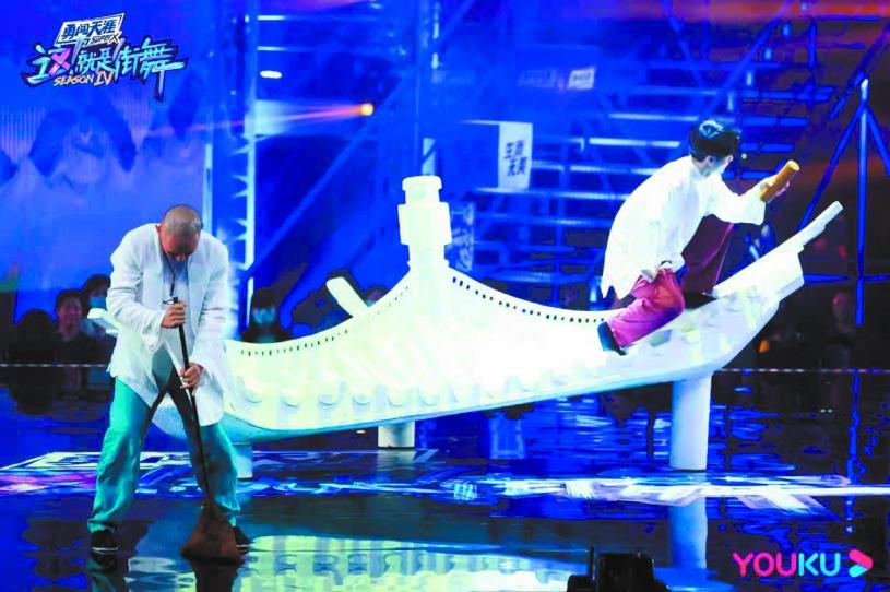 ■馬曉龍聯手彰英帶來「對詩」主題作 品的中國風舞蹈。 網上圖片