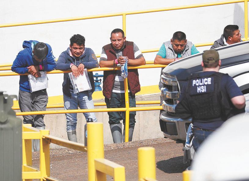 ■2019年8月,移民海關執法局搜查密西西比州的數個食品加工廠,逮捕了680名無證移民。資料圖片